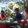 Esta tarde fueron enterrados los cuerpos de las personas fallecidas en el accidente. Foto: Raúl Vera