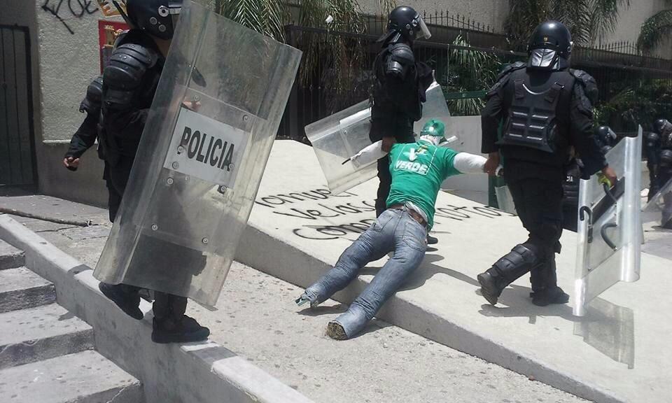<a class=&quot;amazingslider-posttitle-link&quot; href=&quot;https://www.chiapasparalelo.com/opinion/2017/07/se-configuran-candidaturas-y-la-pelea-rumbo-al-2018-en-chiapas/&quot;>Se configuran candidaturas y la pelea rumbo al 2018 en Chiapas</a>