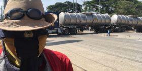 Maestros mantiene bloqueadas las instalaciones de Petróleos Mexicanos (PEMEX) en la capital de Chiapas. Foto: Raúl Vera