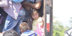 Familias completas continúan saliendo de Honduras. Esperan llegar a Estados Unidos. Foto: Rubén Escobar