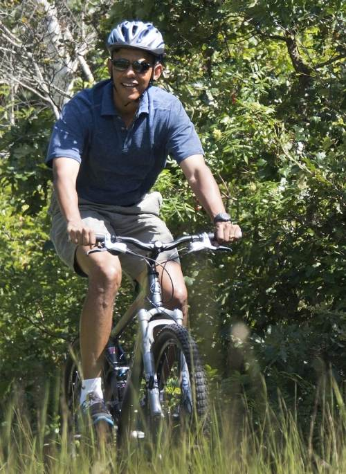 US-POLITICS-OBAMA-BIKE RIDE