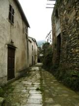 Les premières ruelles du hameau de Vicaja