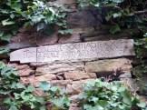 Inscription sur le mur d'une maison