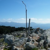 La « croix » au sommet