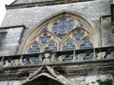 Au dessus de la porte de l'église