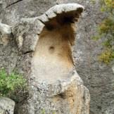 Une pierre drôlement sculptée