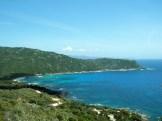 À gauche, la plage de Cala d'Orzu où se trouve la paillote Chez Francis