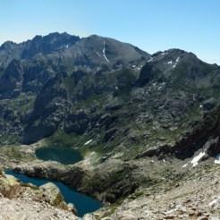À droite le monte d'Oro, les lacs de Capitello et Melo, tout au fond à gauche le San Pedrone