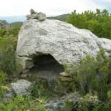 Partout les rochers sont creusés