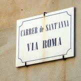 Le nom des rues est en catalan et en sarde