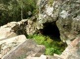 Une grotte sur le chemin