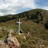 La croix et le monte Cervellu au fond