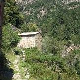 Sentier qui rentre dans le village