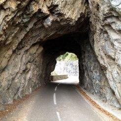 Tunnels dans la roche