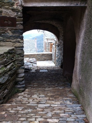 Un petit tunnel sous une maison