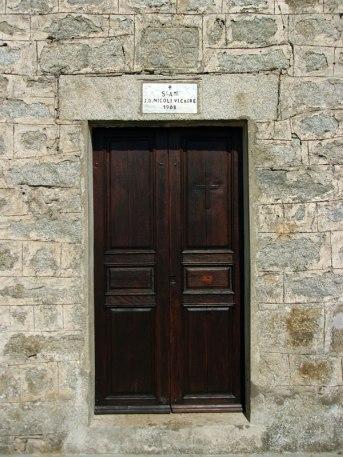 La porte de la chapelle