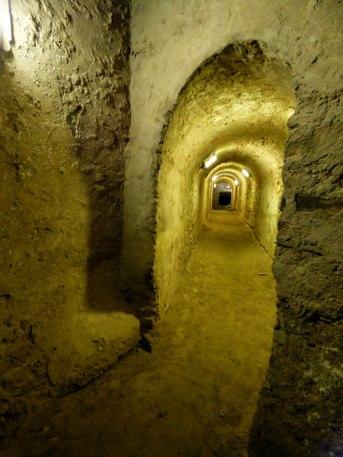 """L'intérieur du """"socle du château"""" est un labirynthe"""