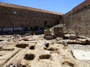 Des fouilles en cours dans le château