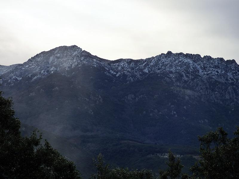 Les montagnes au dessus de Carbuccia étaient enneigées lors de ma balade