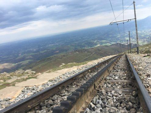Un rail à crémaillère