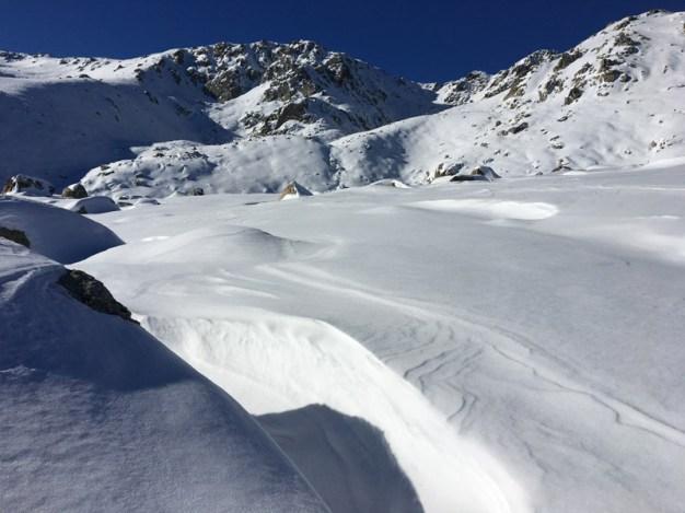 La couche de neige est assez épaisse