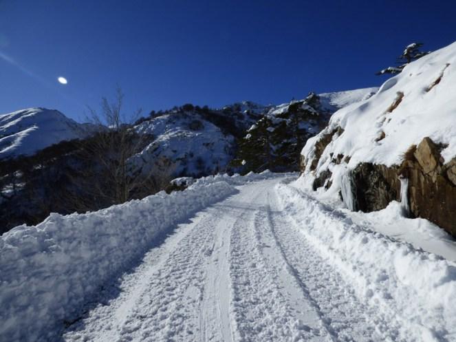 Sur la route après le passage du chasse neige !