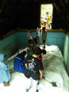 氷室小屋は子どもたちの憩いの場に♪