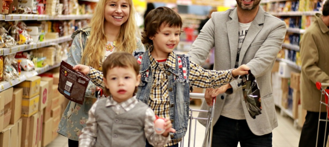 How to Shop With Kids Over the Weekend