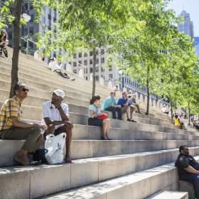 الأنشطة التجارية والوجهات السياحية على طول ممشى نهر شيكاغو تعاود الافتتاح
