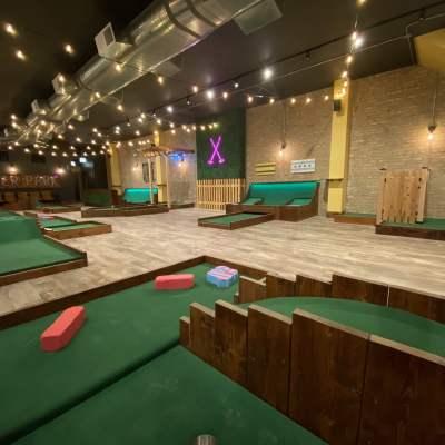 نادي «Big Mini Putt»: أول بار وصالة ملاعب غولف داخلية في شيكاغو