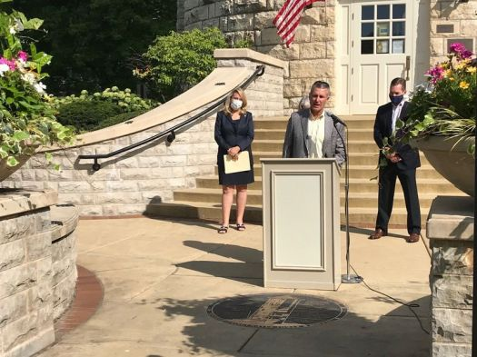 Clarendon Hills Village President Len Austin wants more transparency about how telecommunication companies plan to install Densified 4G/5G infrastructure. He spoke at a press conference about a bill State Rep. Deanne Mazzochi (left) is sponsoring.