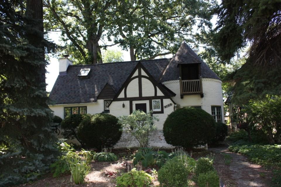 Tudor Hobbitecture at 5818 N Kostner