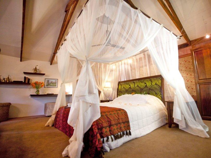 55eefbd5cdd1761348bdf80b_arusha-coffee-lodge-tanzania-bedroom