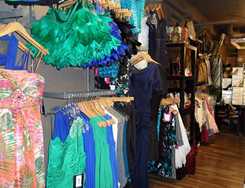 stores in toronto that sell prom dresses
