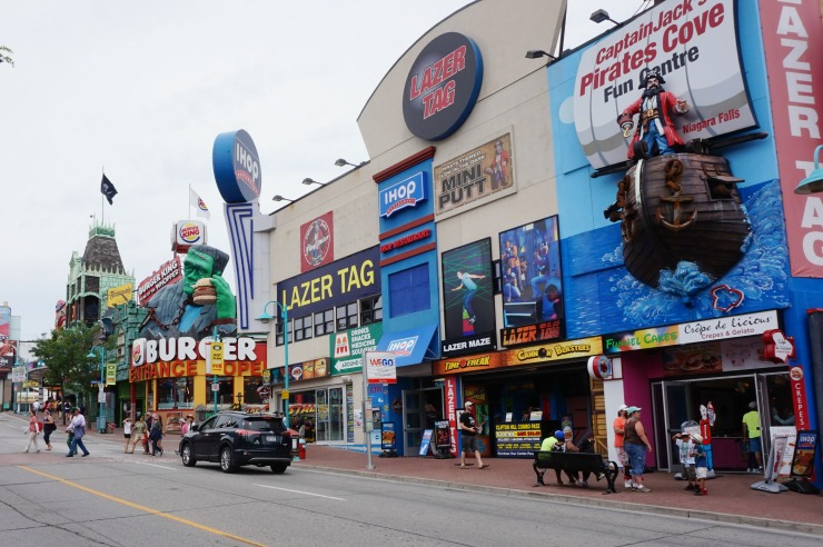 things to do in niagara falls, clifton hill