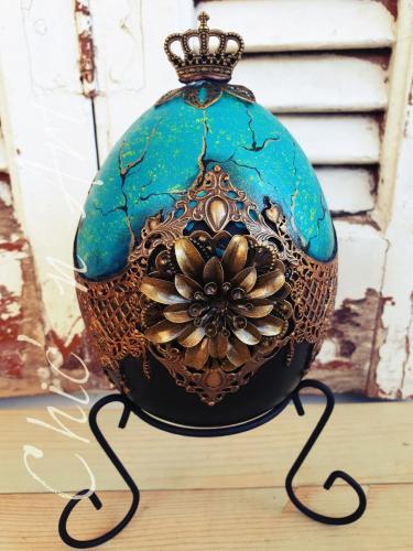 Ou din ceramica in stil Faberge