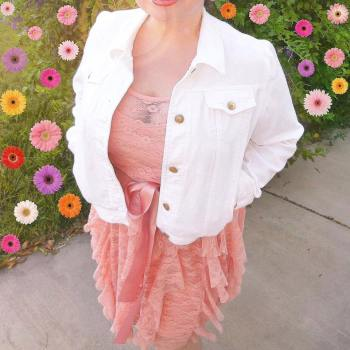 BloggingNPink in a pink dress with flowers