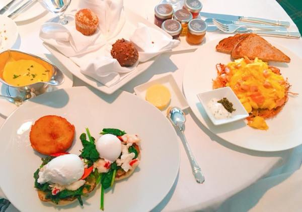 Another picture of the Polo Lounge breakfast