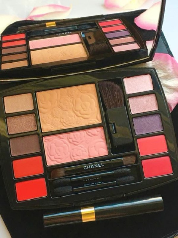 Travel With Chanel - So pretty colors in Chanel palette