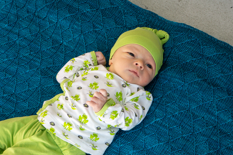 Newborn on Sérac blanket