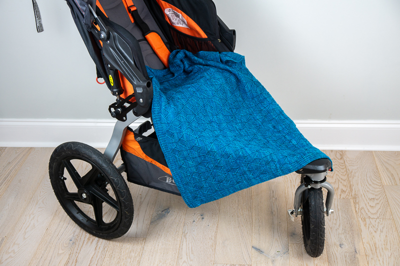 Sérac blanket on jogging stroller