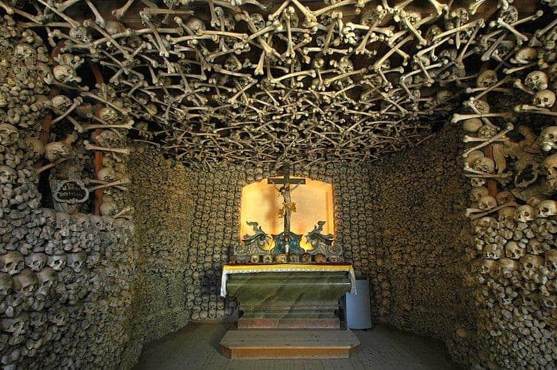 La capilla de los cráneos en Czermna