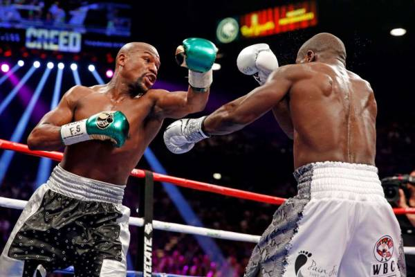 Floyd Mayweather Jr. beats Berto by decision, improves to 49-0