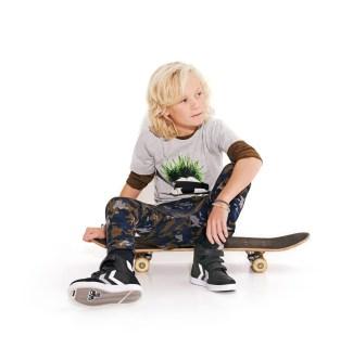 Hummel: Skaterboy T-Shirt mit Aufdruck (24,95 €), Camouflage- Hose (34,95 €), Sneaker (64,95 €) www.hummel.net