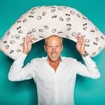 Lars Lützhøft Christiansen, Director, Marketing & Export von Vanilla Copenhagen, mit Flossflakes Zwillingsstillkissen