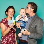 """Thomas Meier und Sabine Van Eechoud mit dem kleinen Philipp, Inhaber von Caluba Vertieb & Marketing, mit """"Food Feeder"""" und """"Food Pouch"""" mit Adapter von Kidsme"""