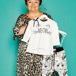 Ewa Klepacz, Inhaberin von Ewa Collection, mit Outfit-Set an Kinderbekleidung