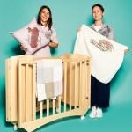 """Livia Scardulla und Ciada Tacchella, von Hugs Factory, mit Baby-Heimtextiien """"Greenwhich"""""""