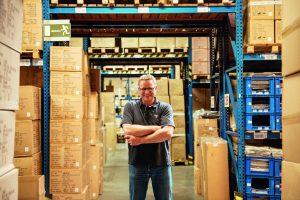 Handfest: Wer so viele Waren bewegt wie Lässig, braucht einen anpackenden und gut organisierten Lager-Chef.