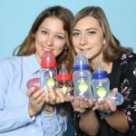 Zwei noch noch nicht zugeordnete junge Damen auf der Kind + Jugend 2017 beim Childhood-Business-Shooting 'My Favourite Item'